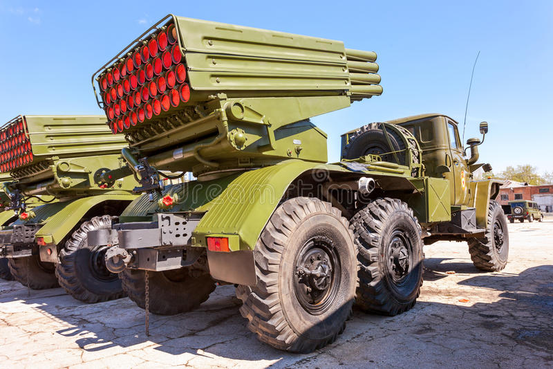 Download Выпускник BM-21 ракетная установка многократной цепи 122 Mm Редакционное Фото - изображение насчитывающей шасси, взрывно: 40585881