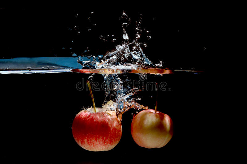 Выплеск воды Яблока стоковые изображения rf