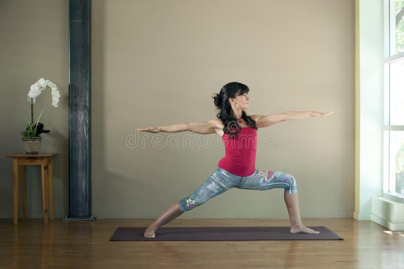 Выравнивание йоги стоковая фотография
