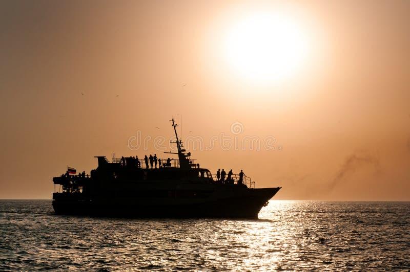Выравнивать корабль на море стоковые фото