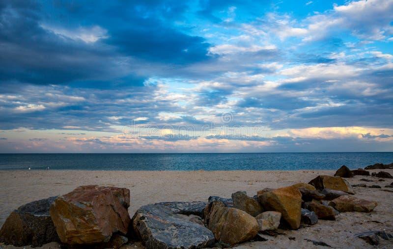 Выравнивать небо над берегом моря стоковое изображение