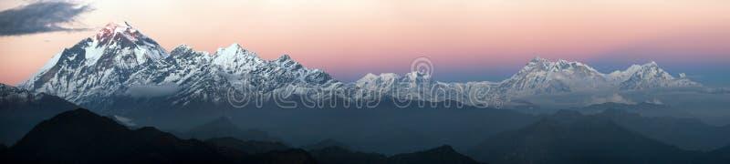 Выравнивать панорамный взгляд держателя Dhaulagiri и держателя Annapurna стоковое изображение