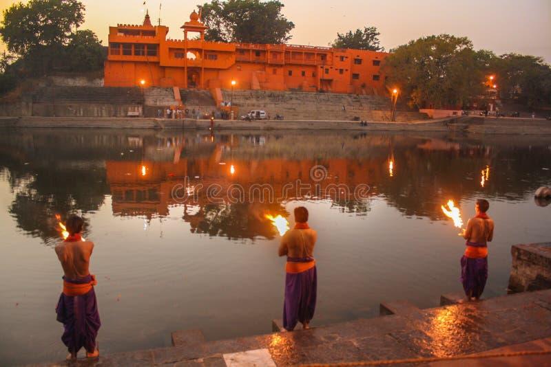 Выравнивать реку Shipra Ujjain поклонению стоковая фотография rf