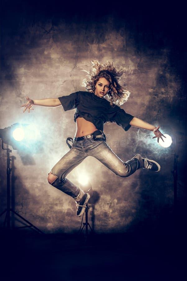 Download Выражение танца стоковое фото. изображение насчитывающей диско - 41662952