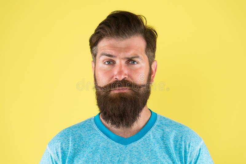 Вырастите усик Растя и поддерживая усик Хипстер человека бородатый с усиком Проводник бороды и усика холя стоковое изображение
