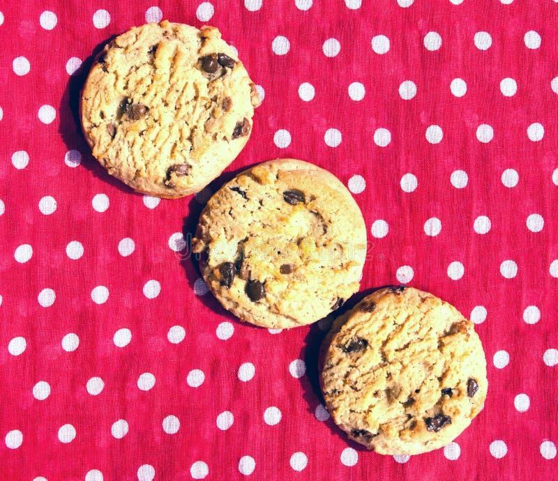 3 выровнянное вверх по печеньям обломока шоколада стоковые изображения rf
