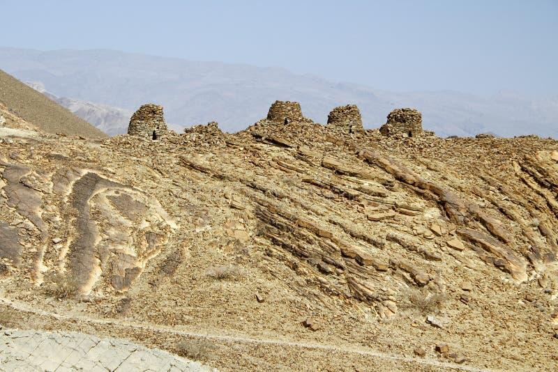 Выровнянный вверх по драматически на скалистом гребне, усыпальницы улья b стоковые фото