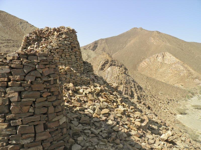 Выровнянный вверх по драматически на скалистом гребне стоковое фото