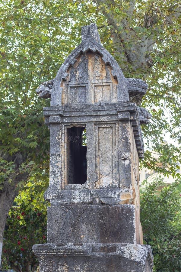 Высекаенный камень Masonry старый lycian сделал кто принадлежит к усыпальнице короля в Турции стоковые фото
