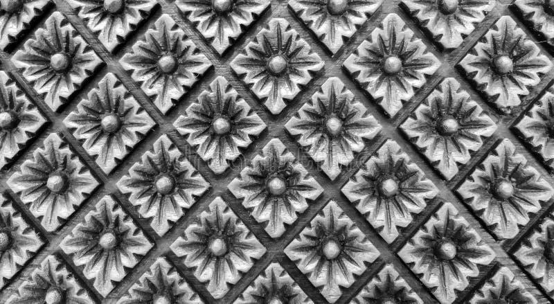 Высекаенный Monotone винтажный цветочный узор стиля в форме прямоугольника на деревянной текстуре предпосылки для материала мебел стоковое изображение rf