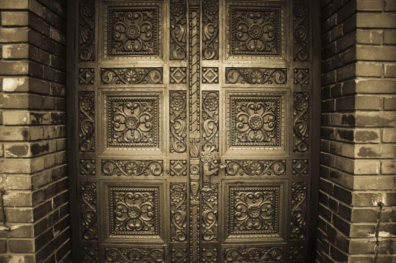 высеканные двери деревянные стоковое изображение rf