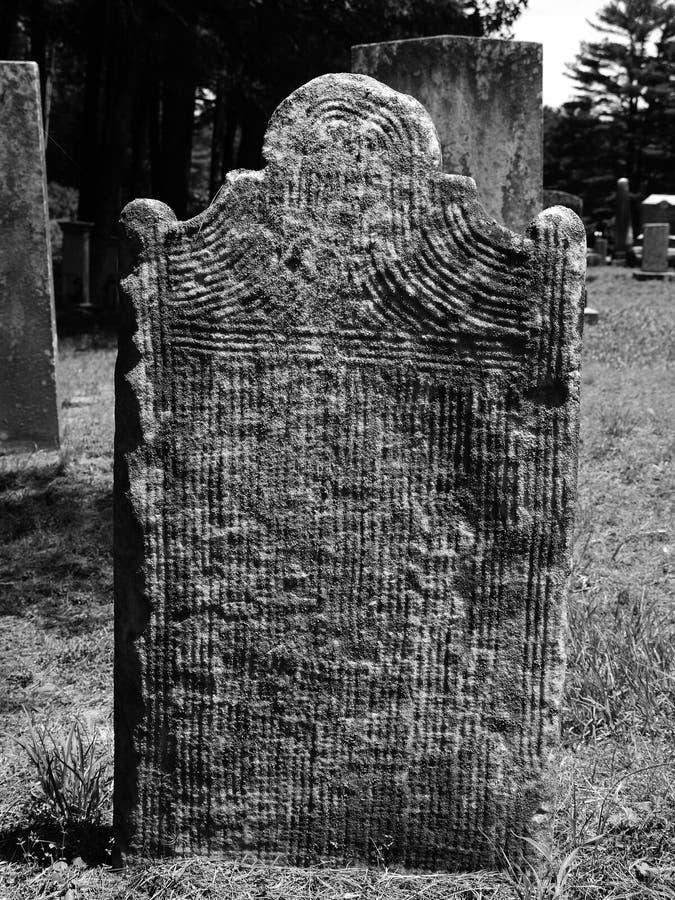 высеканные линии gravestone стоковое изображение rf