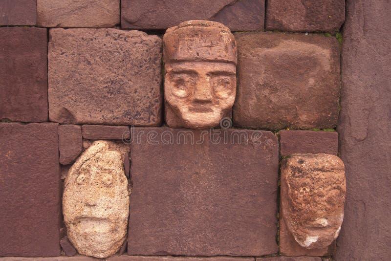 высеканный крупный план возглавляет каменный tenon стоковое фото rf