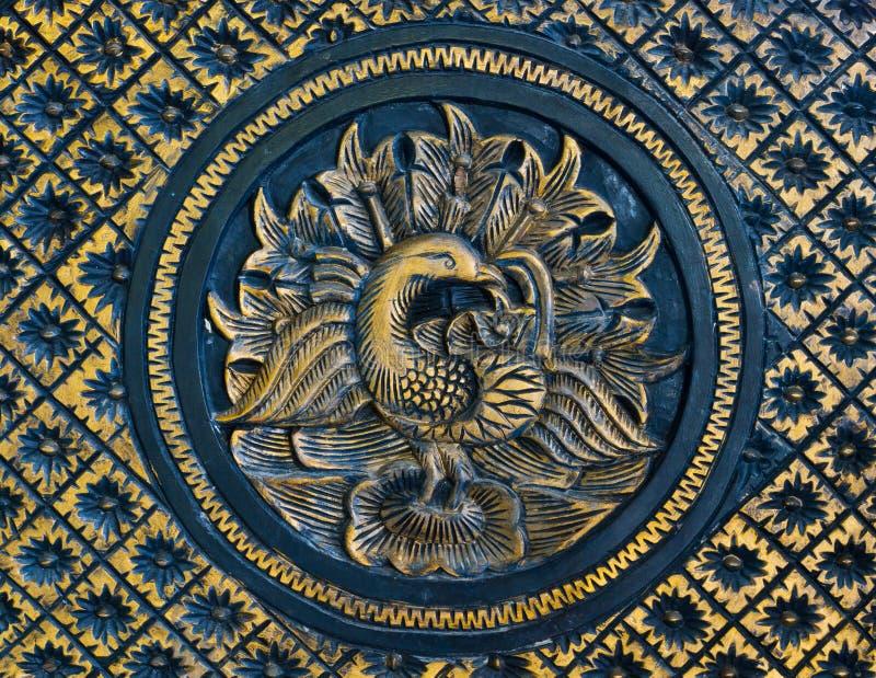 высеканный павлин деревянный стоковые изображения