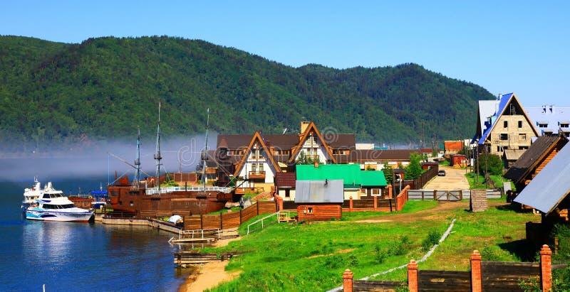 выселок России listvianka озера baikal стоковое изображение rf