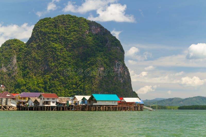 Выселок Panyee Koh построенный на ходулочниках в Таиланде стоковое фото rf