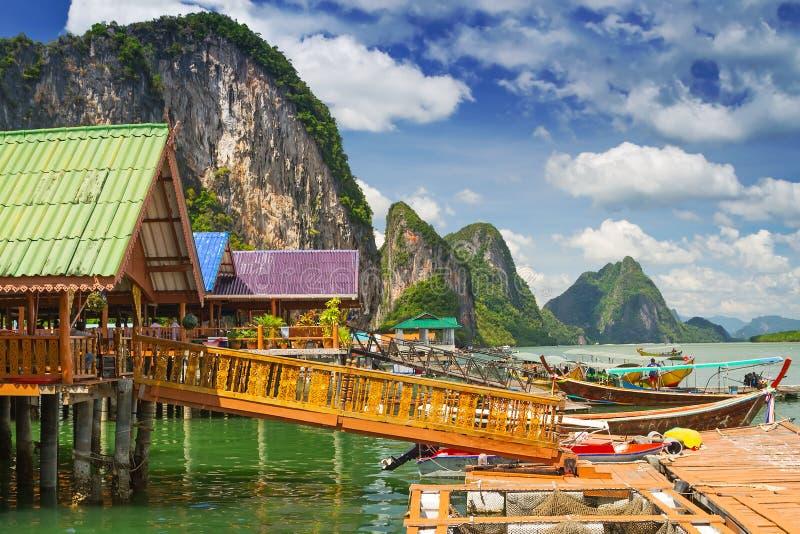 Выселок Panyee Koh построенный на ходулочниках в Таиланде стоковые фотографии rf