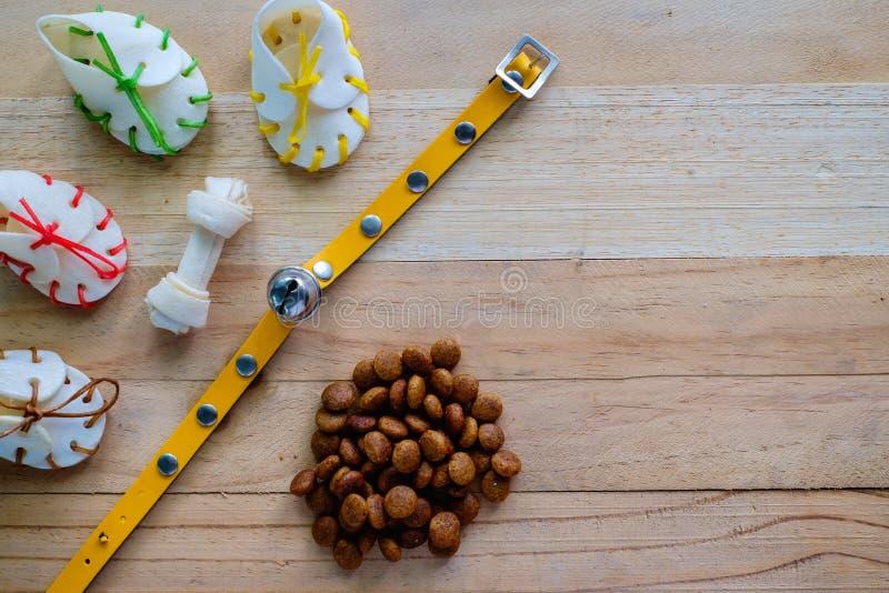 Выследите закуски, желтый воротник и еду лепешки стоковые изображения