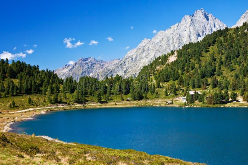 высокая гора озера стоковые фотографии rf