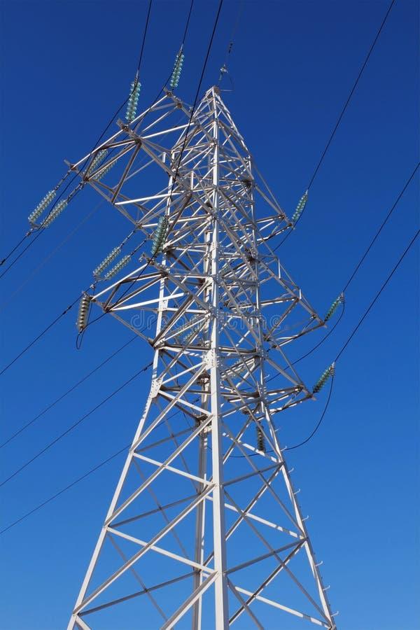 высокая линия напряжение тока башни стоковые изображения rf