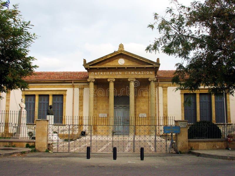 Download высокая старая школа стоковое фото. изображение насчитывающей школы - 84604
