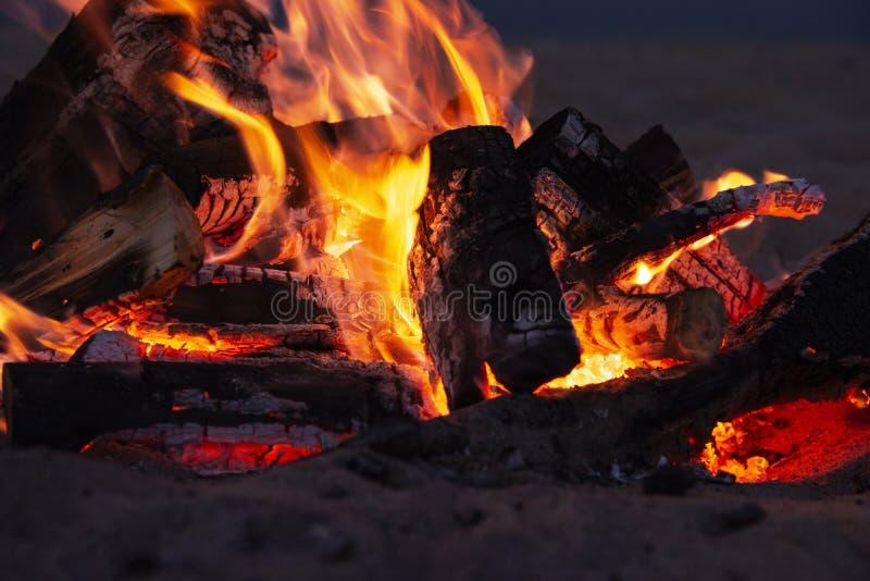 Высокая текстура дыма собрания пламен огня древесины разрешения o стоковая фотография rf
