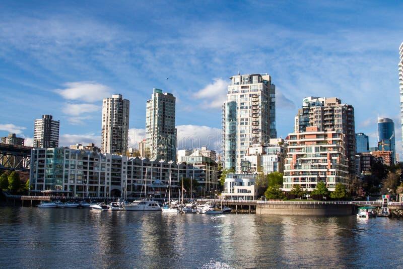 Высокие башни подъема американца городские в солнечном дне стоковое фото rf