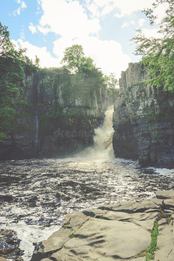 Высокие взгляды водопада силы от южного берега тройников реки стоковая фотография