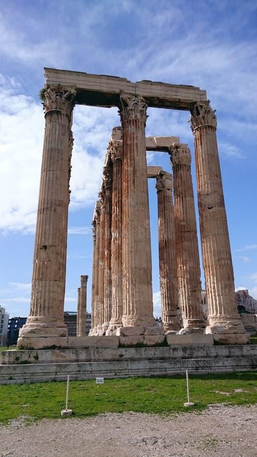 Высокие мраморные столбцы виска Зевса в Афинах Греции стоковые изображения