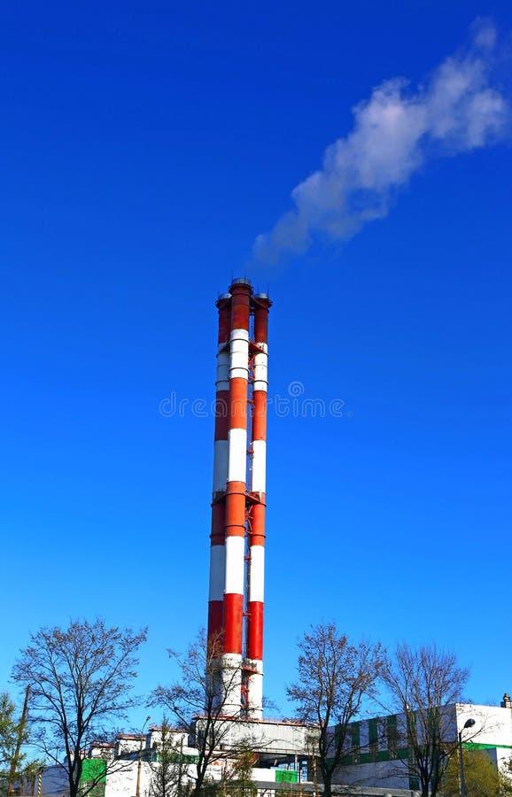 Download Высокие печные трубы фабрики Стоковое Фото - изображение насчитывающей облако, перегар: 40581326