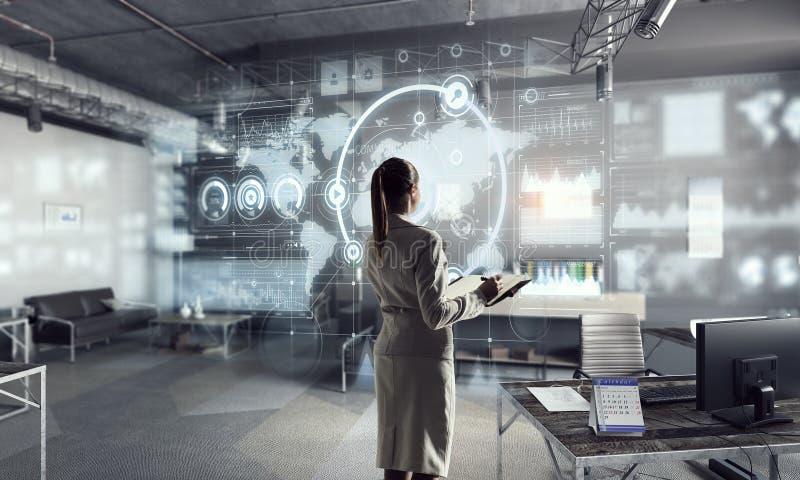 Download Высокие технологии для вашего успеха Мультимедиа Стоковое Фото - изображение насчитывающей менеджер, гловально: 81809256