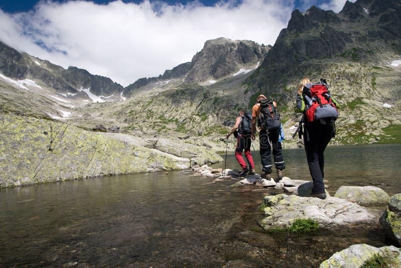 высокие hiking горы стоковая фотография