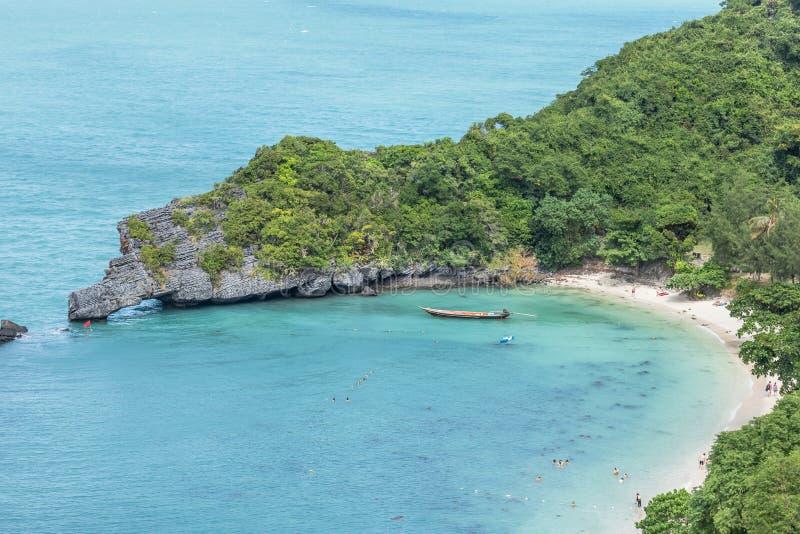 Высокий взгляд ландшафта сверх моста кривой камня свода острова Sao Сэм Koh или острова треноги естественного на островах национа стоковое изображение