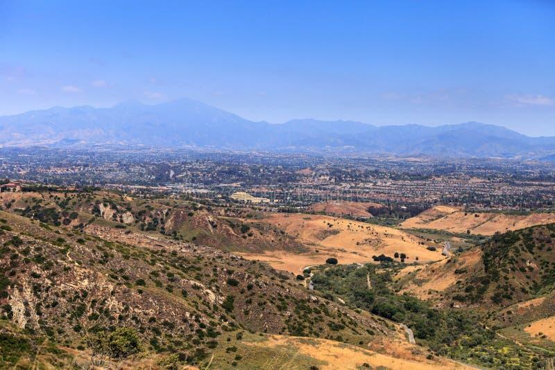 Высокий взгляд горного склона в Aliso и деревянная глушь каньонов паркуют внутри стоковое фото rf