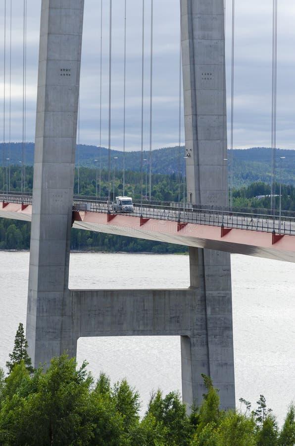 Высокий мост Швеция побережья стоковая фотография