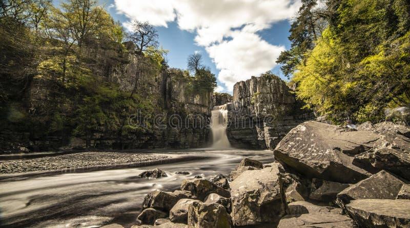 Высокий север водопада силы к востоку от Англии стоковые изображения