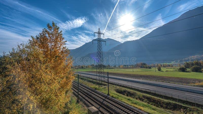 Высоковольтная линия распределения электричества стоковое фото rf