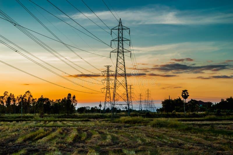 Высоковольтные башни передачи AC стоковые изображения rf