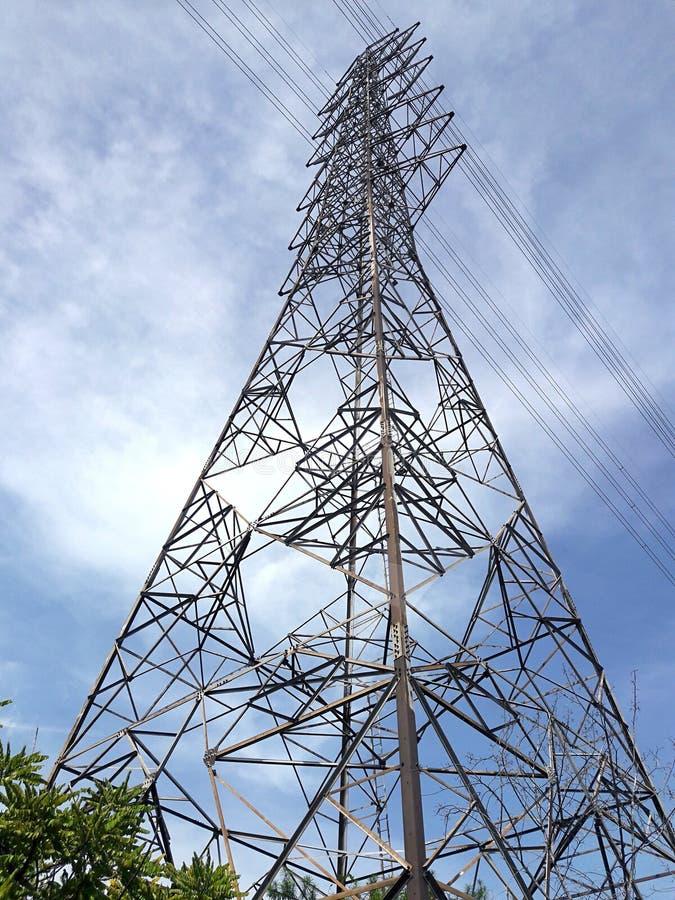 Высоковольтные столб или опора электричества стоковые изображения rf