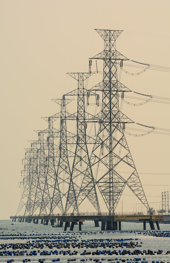Высоковольтный столб. Высоковольтная башня стоковое фото