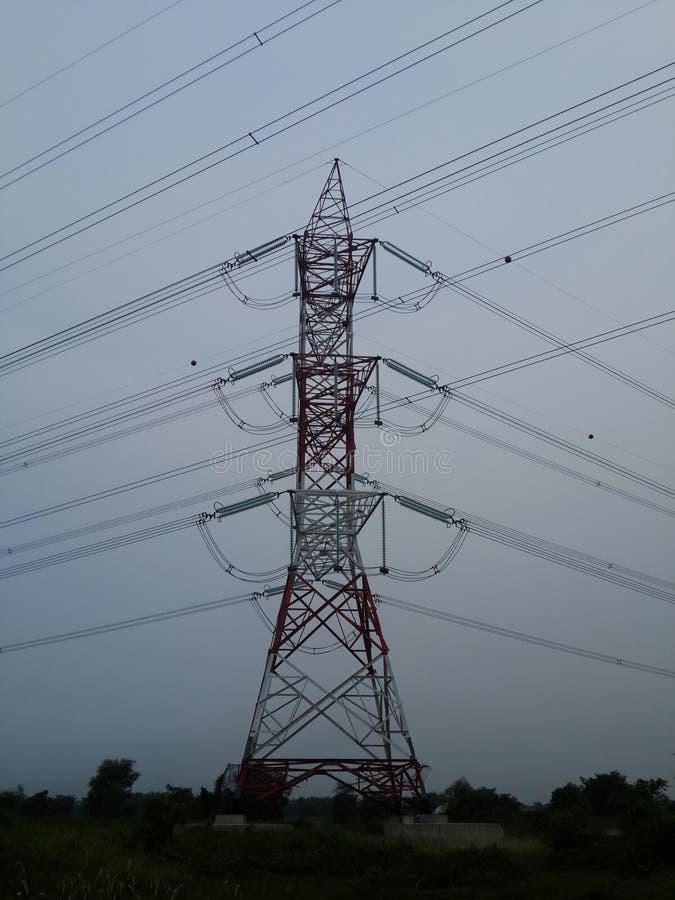 Высоковольтный электрический кабель стоковая фотография rf