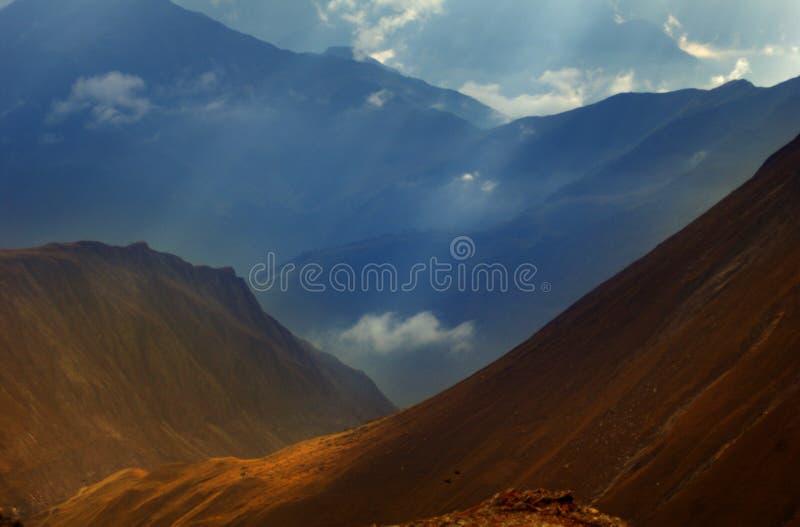 высокогорная горная цепь стоковые фото