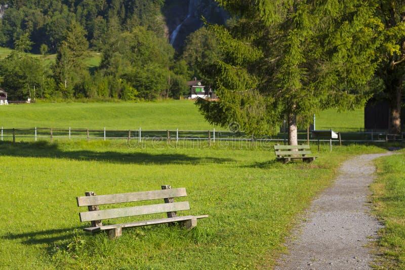 Высокогорная долина Лето в швейцарских Альп стоковые изображения rf