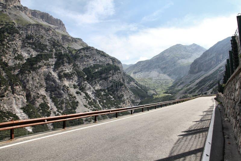 высокогорная дорога Италии стоковое фото