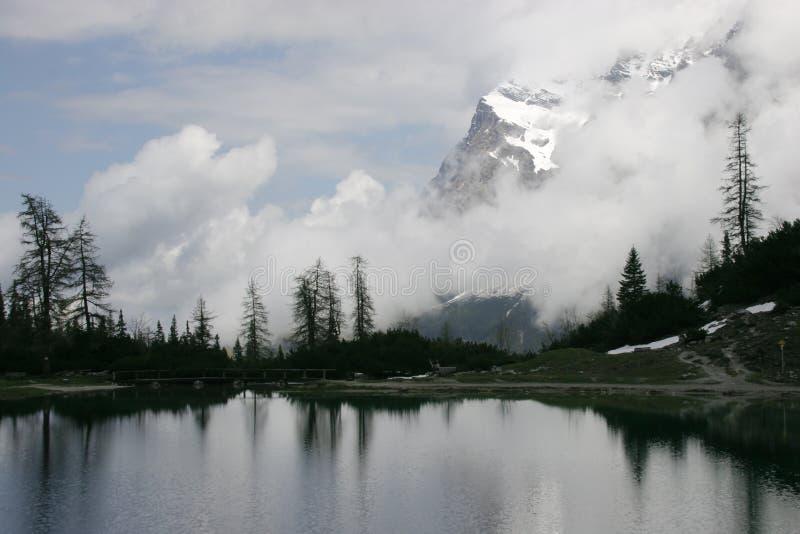 высокогорная зима озера стоковая фотография rf