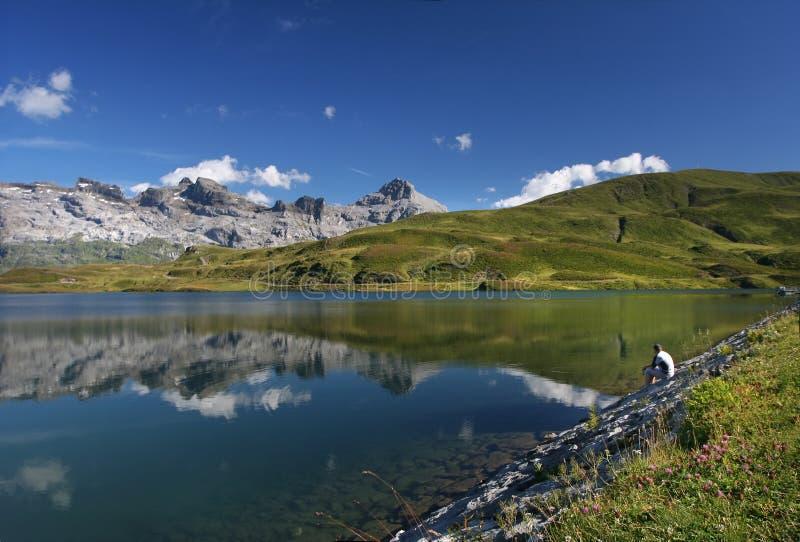 высокогорное безмолвие озера стоковые изображения