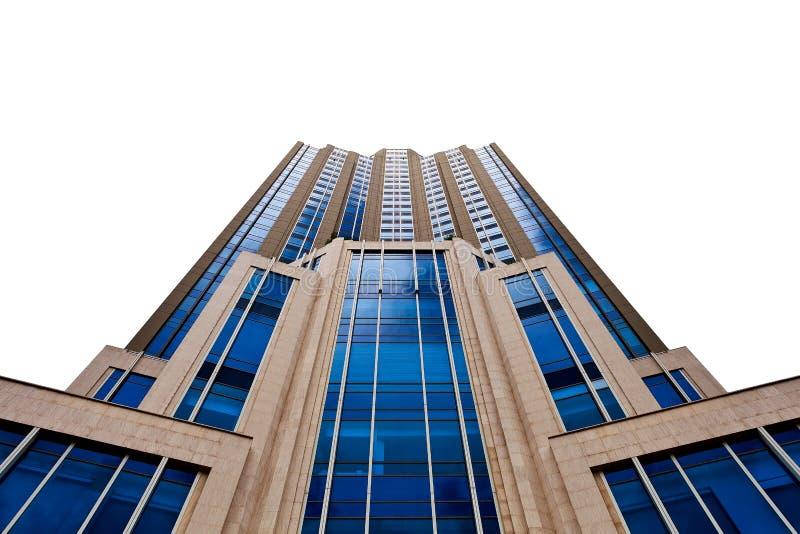 Высокое здание на белой предпосылке стоковые изображения