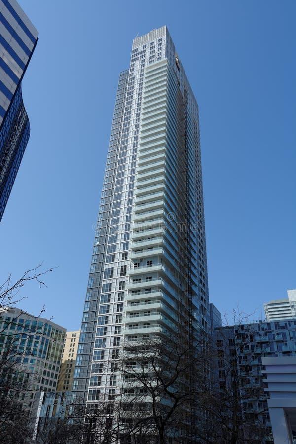 Высокое здание кондоминиума подъема стоковое изображение