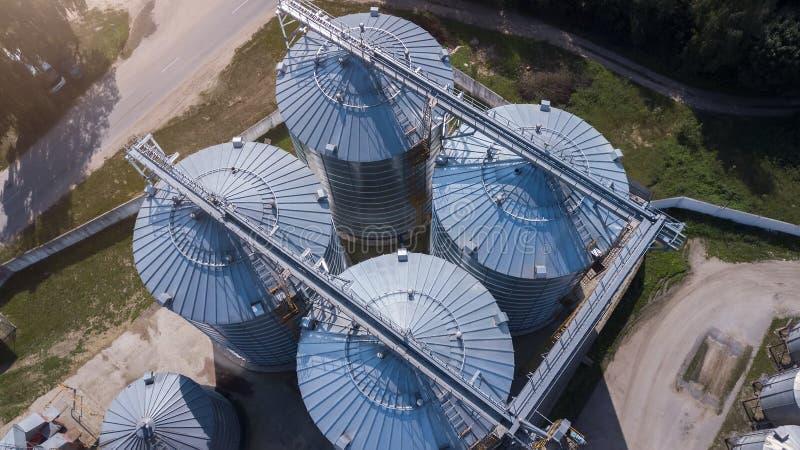 Высокопроизводственный вид агропромышленного предприятия - большая емкость стоковое изображение