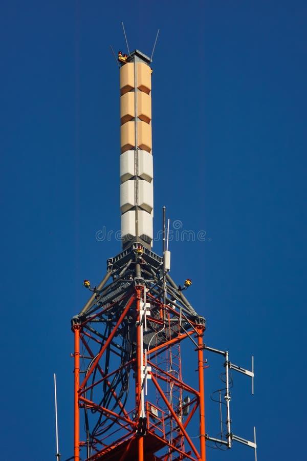 Высокорослая башня радиосвязи решетки стоковые фотографии rf
